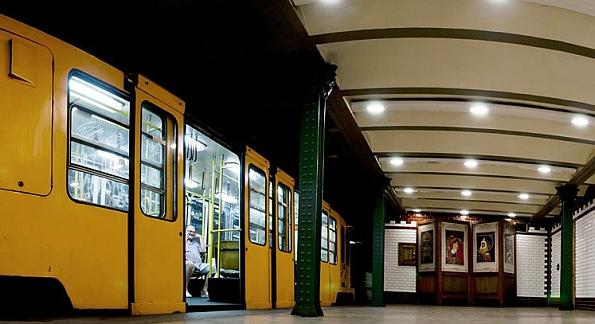 A Millenniumra épült kéregvasút a kontinens első földalatti vasútjaként kezdte meg a működését az Andrássy út alatt.