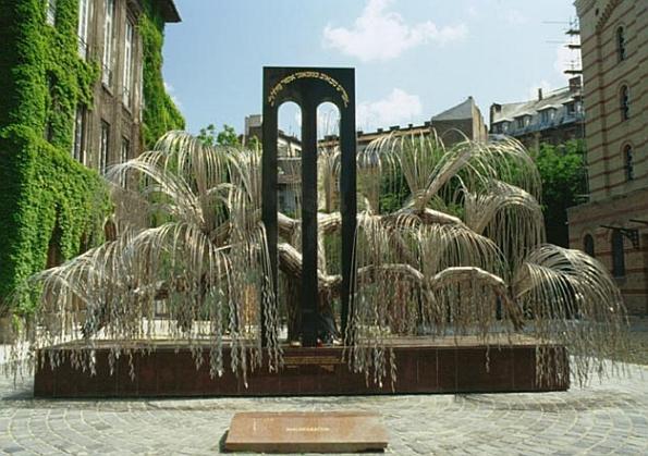 A Budapesti Holocaust Emlékmű a zsidónegyedben
